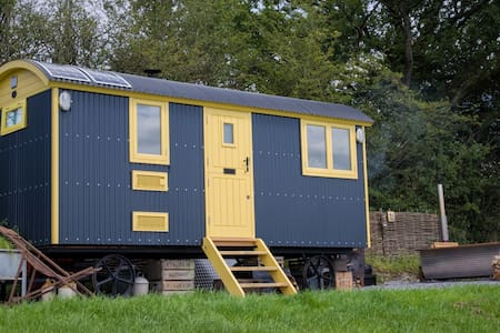 Tor View Shepherds Huts Luxury 5 Star (Ted's Hut) - Somerset