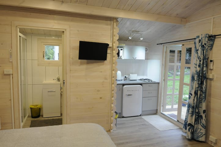 This show the entry to the bathroom and the Kitchenette.