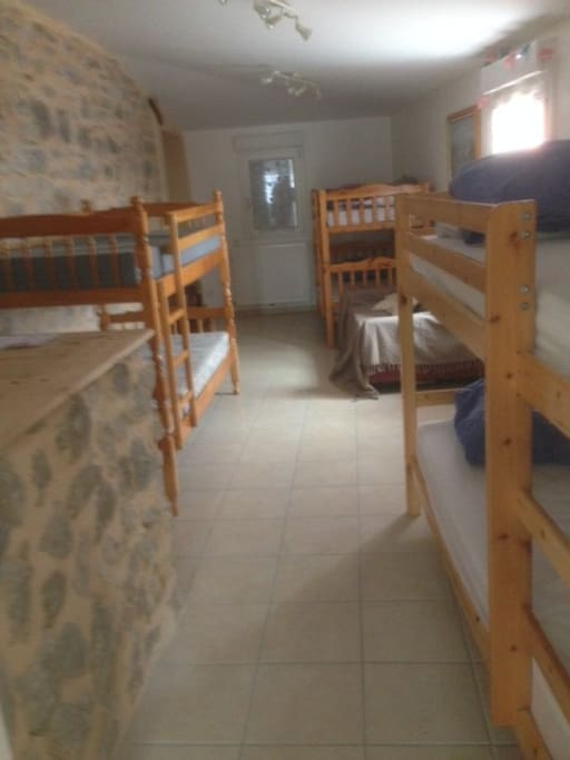 Couchage en dortoir pour une convivialité assurée