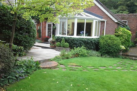 Spring Cottage East Knoyle Village - Salisbury - Bed & Breakfast