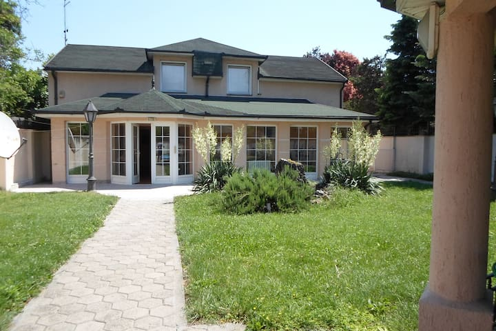 Very comfortable house with a pool *Villa Luca* - Novi Sad - Huis