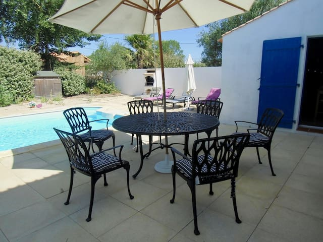 Family and comfortable villa in Saint-Jean-deMonts with heated pool