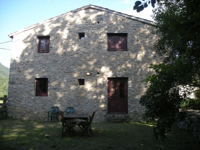 Independent holiday cottage, private garden.