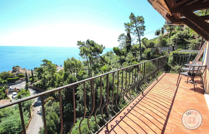 Apartment with breathtaking sea view in the heights of Saint-Raphaël
