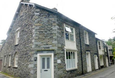 OLD BAKERS COTTAGE, Grasmere - Maison
