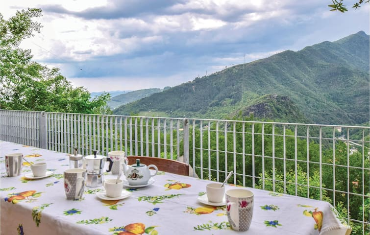 Terraced house with 2 bedrooms on 70m² in Pietrasanta -LU-
