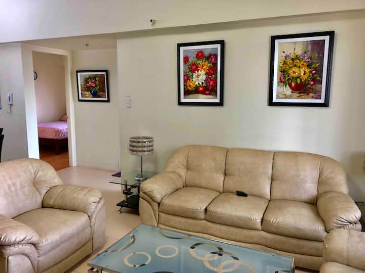 Simply Best & Great 86sqm 2BR at BGC free parking