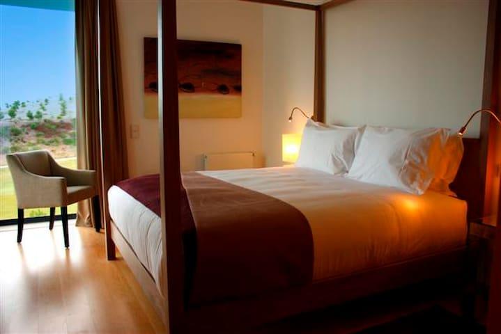 Master Bedroom with Queen Bad