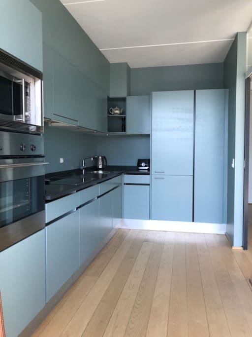 Kitchen with dish washer