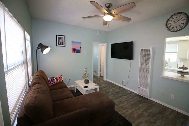 Fresh DTLB Urban Apt - 4 Blocks from the Beach