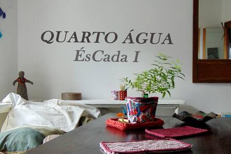 QUARTO ÁGUA (Braga- Sé) Cama  Casal, casa com arte