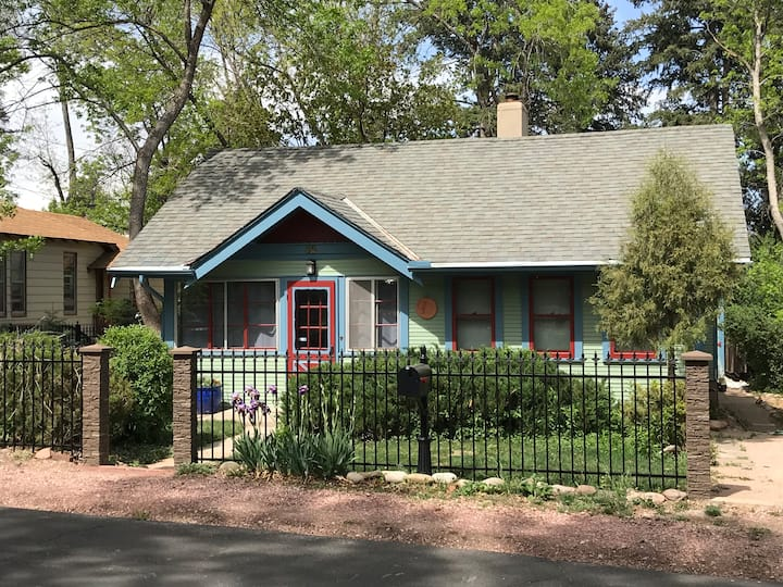 Captain Jack's Cottage in Beautiful Cheyenne Cañon