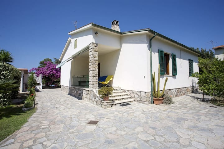 Villa Leo 10 beds in the Greenery of Portoferraio