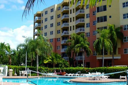 Vacation Village at Bonaventure: 2-BR, Sleeps 8 - Weston - Villa
