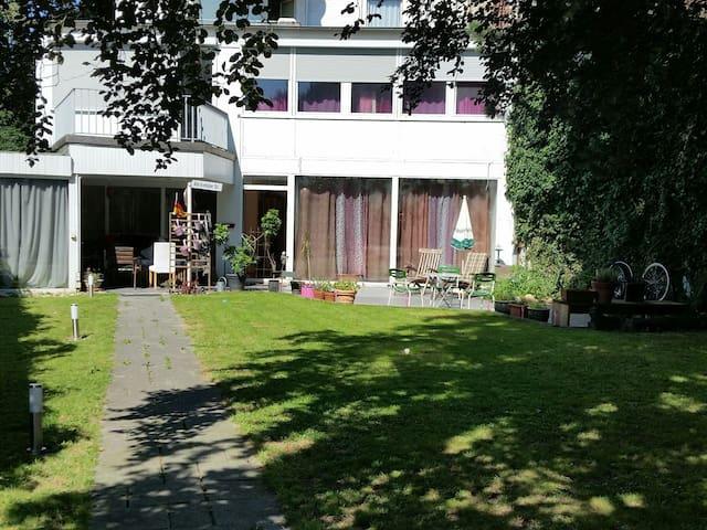 Zimmer in der Villa Kunterbunt - Krefeld - บ้าน