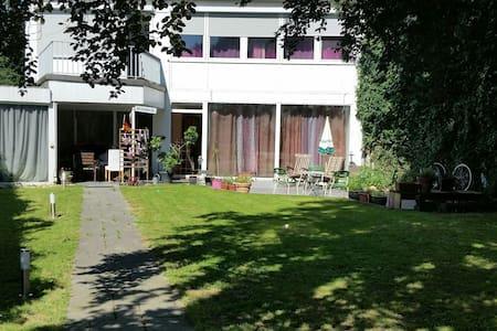 Zimmer in der Villa Kunterbunt - Krefeld - Hus