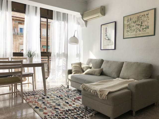 Large bright apartment in 15 min beach/city center