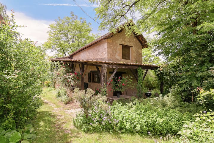 Romantic stay in a lovely cottage in a magical hamlet of six houses