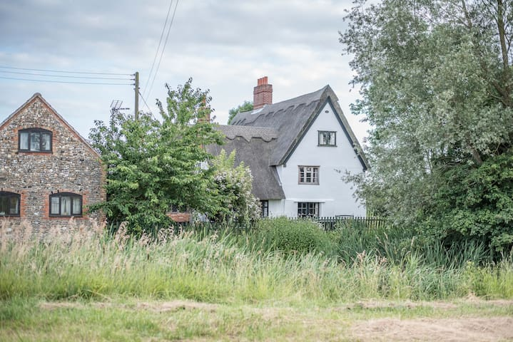 Suffolk Cottage - in a prime location to explore