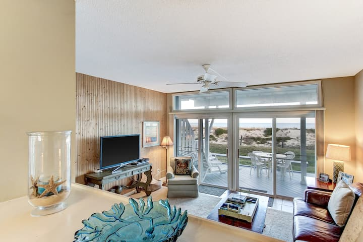 Huge Beachfront Condo- Amazing views from decks
