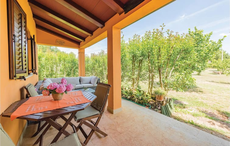 Holiday cottage with 2 bedrooms on 59 m² in Porec