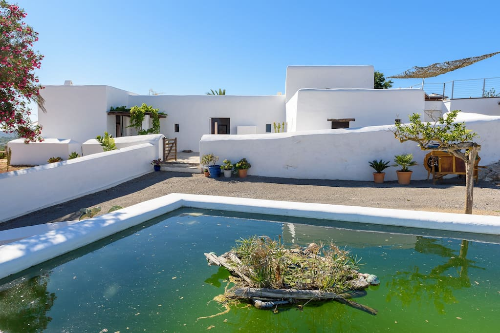 Grand Finca in Ibiza - Can Matà The water collection tank