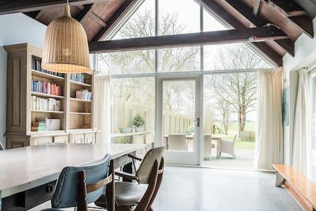 Ruim huis met heerlijke tuin - Hemelum