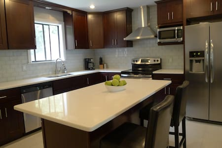 Camelback Retreat - NEW Renovation - 坦納斯維爾(Tannersville)