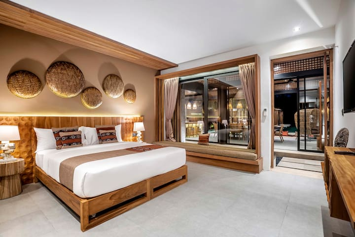 Traditional Decoration in the Bedroom