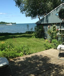 """""""Bunkie"""" Private Waterfront Cottage - Cabin"""