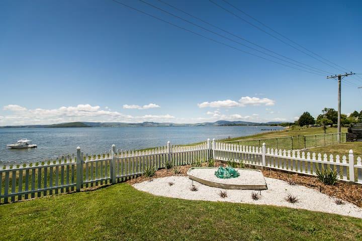 Lakefront Cutie - Rotorua - Casa