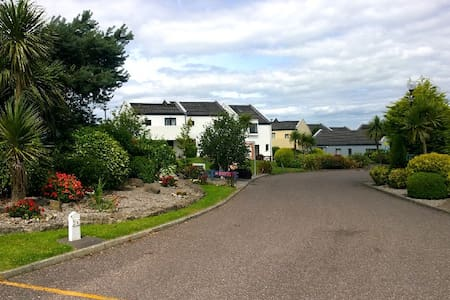Carleton Village, Youghal! Cosy double bedroom. - Youghal