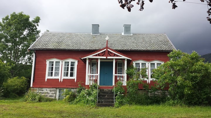 Charming farm house in Isfjorden