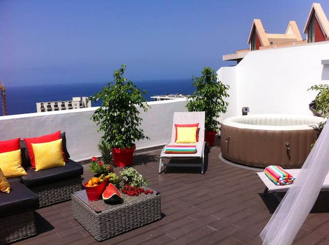 TOP FLOOR, amazing SUNNY TERRACE,sea view, wifi