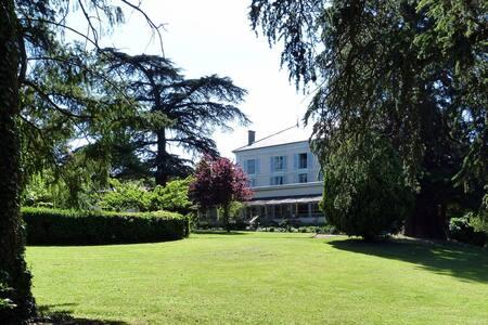 Chambres d'Hôtes du Breuil St AMOUR - Salles-Arbuissonnas-en-Beaujolais - Bed & Breakfast