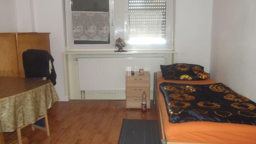 private Zimmervermietung Müller - Dannstadt-Schauernheim - House