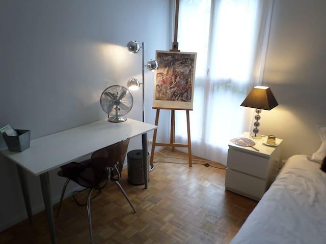 Votre bureau et une chaise très confortable