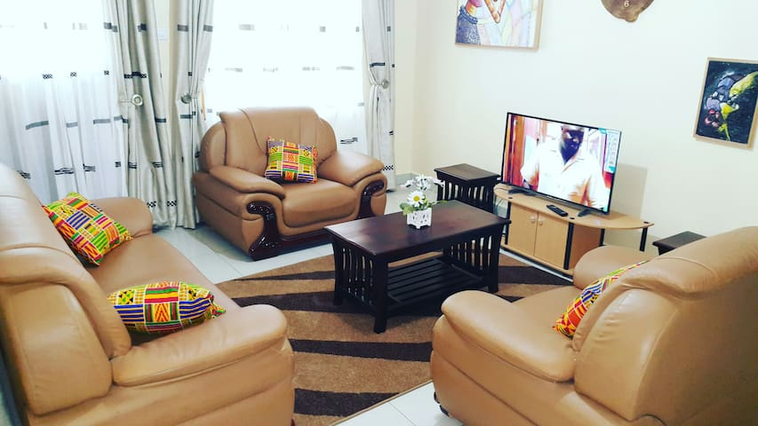 A Modern home with African decor - Kampala - Apartment