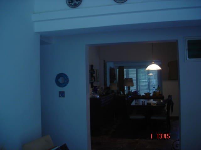 ΚΑΡΝΕΡΗ ΑΝΤΑ - Μαγούλα - House