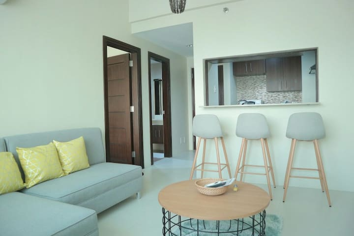 1-BR fully-furnished condo near Ayala & I.T. Park