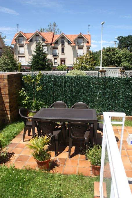 Bajo jard n piscina ideal familias apartamentos en for Alquiler bajo con jardin madrid