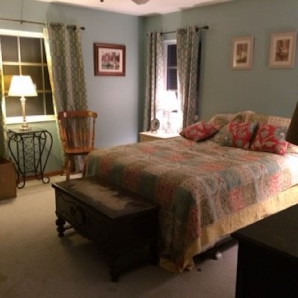 Country house with 3 bedrooms including this cozy queen with new mattress!