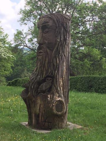 Holzskulptur am Fritz-Wunderlich Rad- und Wanderweg