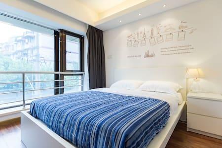 市中心地铁口电梯公寓品质享受•距人民广场3站「简怡」 - Shanghai