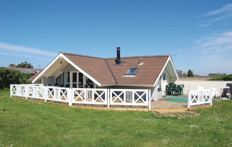 Holiday cottage with 3 bedrooms on 67m² in Rømø
