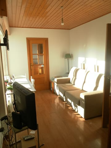 Habitacion sencilla con cama de 105 cm de ancho