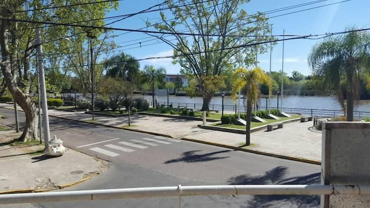 Tigre Departamento Frente al Río (Paseo Victorica)
