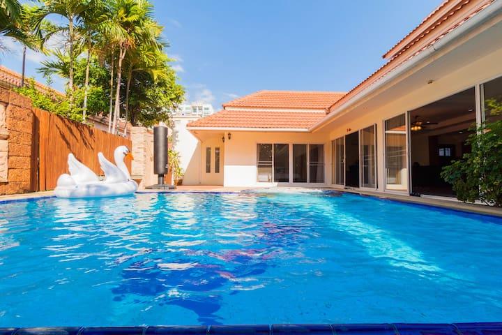 3 Bedroom Pool Villa 2km walking street 500m beach