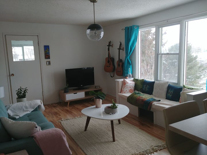 Cozy kenora home with river view