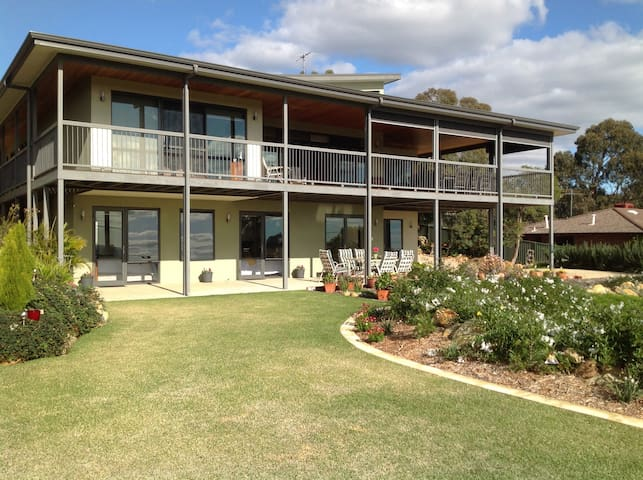 Fabulous B & B Perth Hills WA (Shire Registered) - Kalamunda - Bed & Breakfast